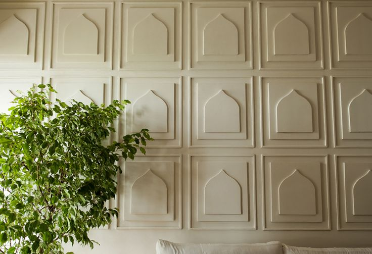 Living room Wall relief in plaster of paris  #indianarches #whiteonwhite #bluekrit
