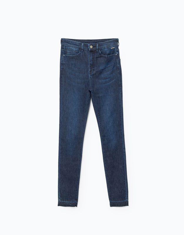 CALÇAS DE GANGA HIGH WAIST por apenas 17.99 na Lefties. Entre agora e descubra a nossa coleção de Jeans.