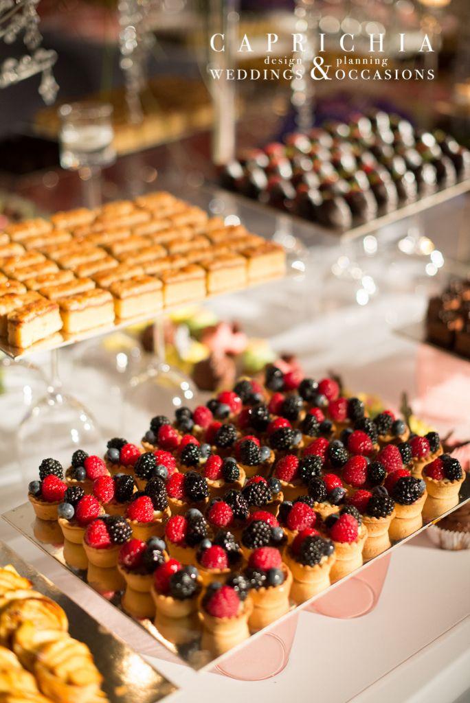#Pasteles. ----- #Pastries | Goyo #Catering (2014) Foto: @mireiagc Wedding Planner: @caprichia #boda #wedding