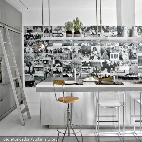 Die schlichte kücheninsel aus stahl hat eine riesige arbeitfläche