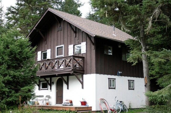 Swiss chalet with triangle supports bunk beds for Swiss chalet home designs