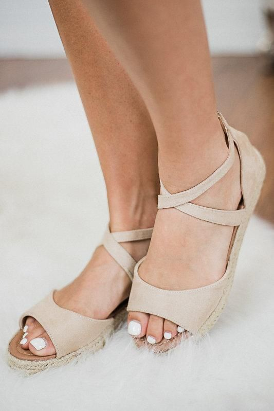 9bf4a4ccc Light beige flat sandal shoes with woven rope sole