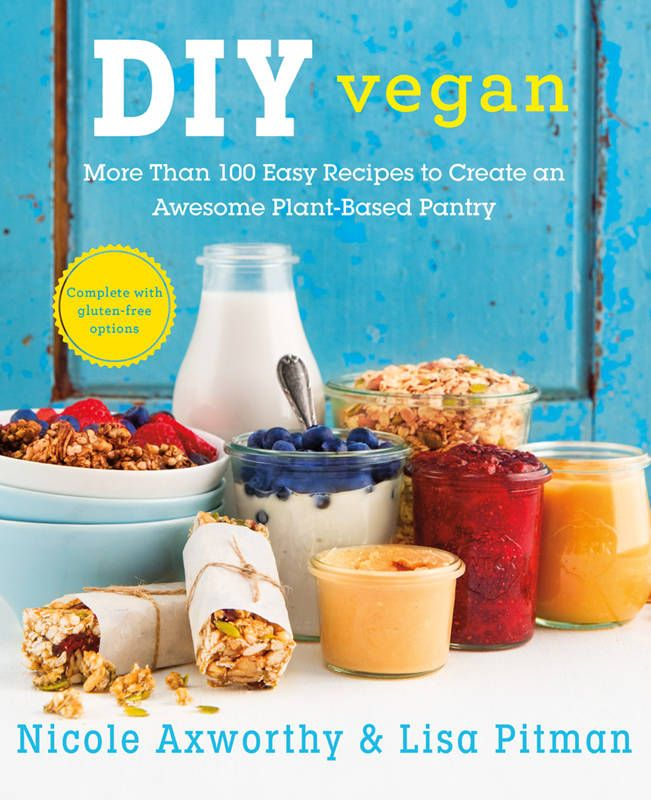 Amazon.fr - DIY Vegan: More Than 100 Easy Recipes to Create an Awesome Plant-Based Pantry - Nicole Axworthy, Lisa Pitman - Livres