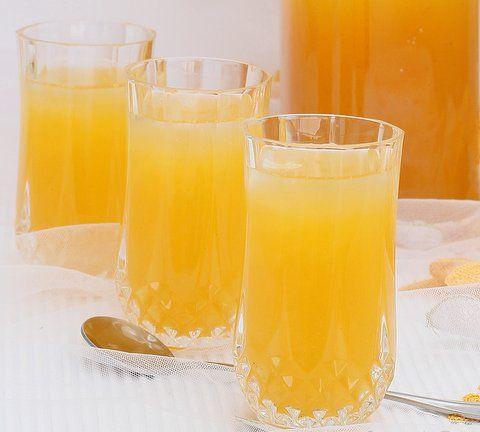 Recept Maracuja Mango Sinaasappelsap. We hebben de vitamines altijd hard nodig. Maar met zo'n heerlijk zoet fruitsapje is dat geen enkel probleem. Dat slaan we met veel plezier naar achter! Maracuja is een gele passievrucht (-achtig)dat samen met de mango en sinaasappel een heerlijk Tropische smaak geeft.