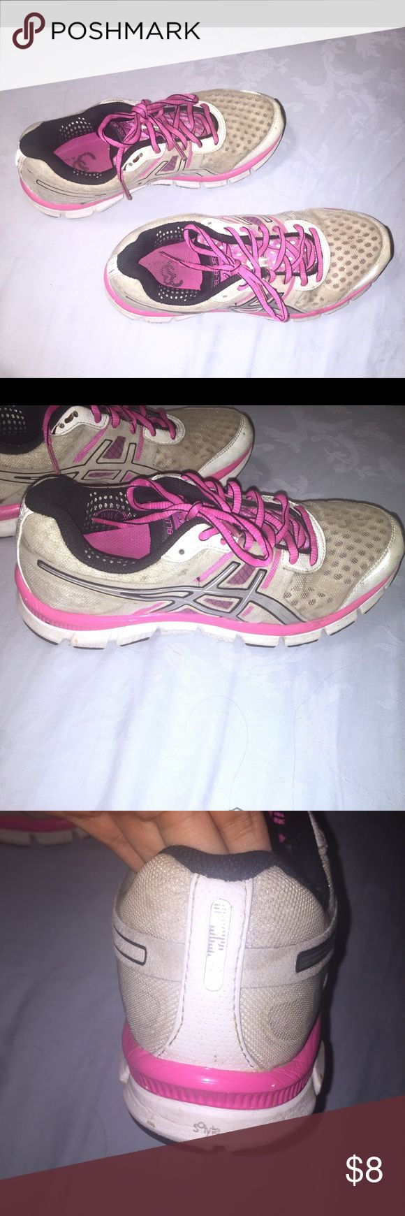 Asics Gel-Blur33 Shoes Very comfortable shoes. Size: 8. Discoloration where it's suppose to be white. Selling for cheap! Asics Shoes Athletic Shoes