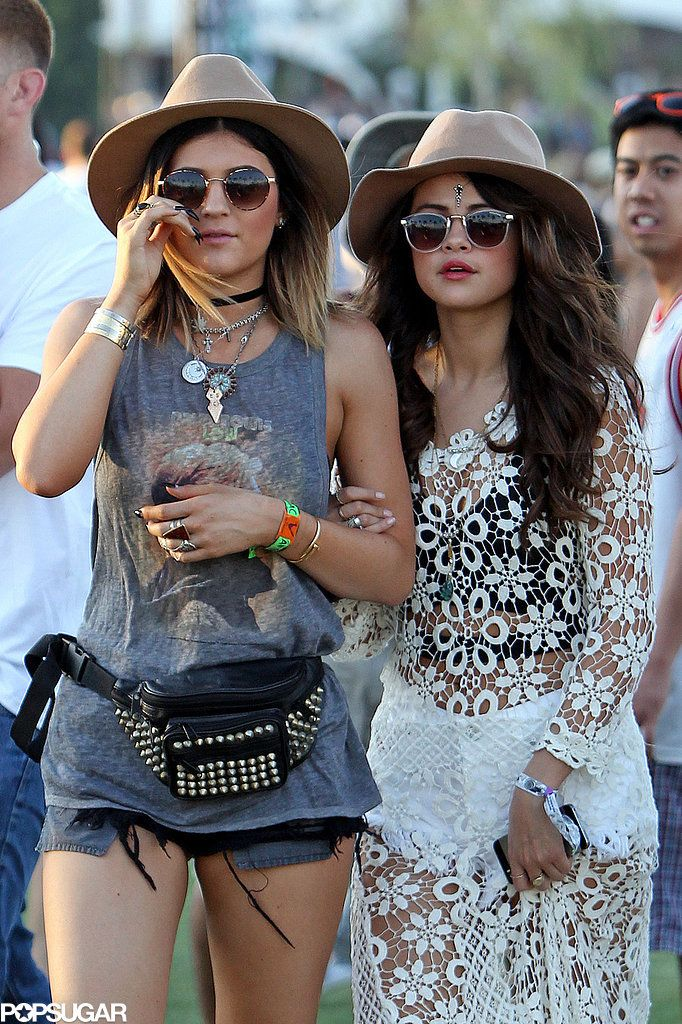Selena Gomez held Kylie Jenner's arm. Love her style ! Someone take me to Coachella