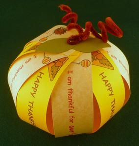 10 Thankful Thanksgiving crafts. Paper pumpkin, what I am thankful for...