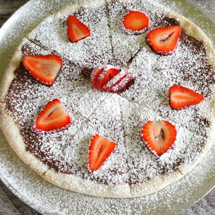 Combine gooey Nutella with fresh strawberries for a match made in pizza heaven. This dessert pizza is to die for…