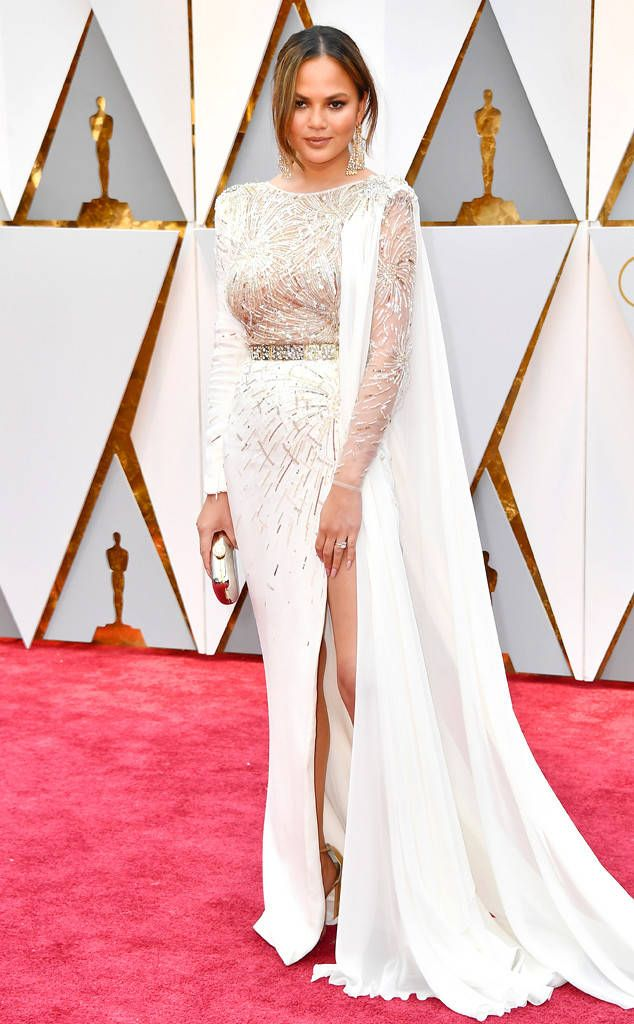Chrissy Teigen in a Zuhair Murad Couture dress, Lorraine Schwartz jewelry, and carrying a Judith Leiber Couture clutch at the 2017 #Oscars.