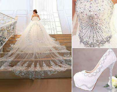 Very long wedding dress and amazing dress.. love it...