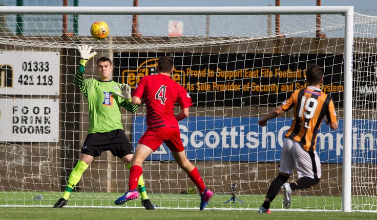 Queen's Park's Wullie Muir in action during the SPFL League One game between East Fife and Queen's Park.