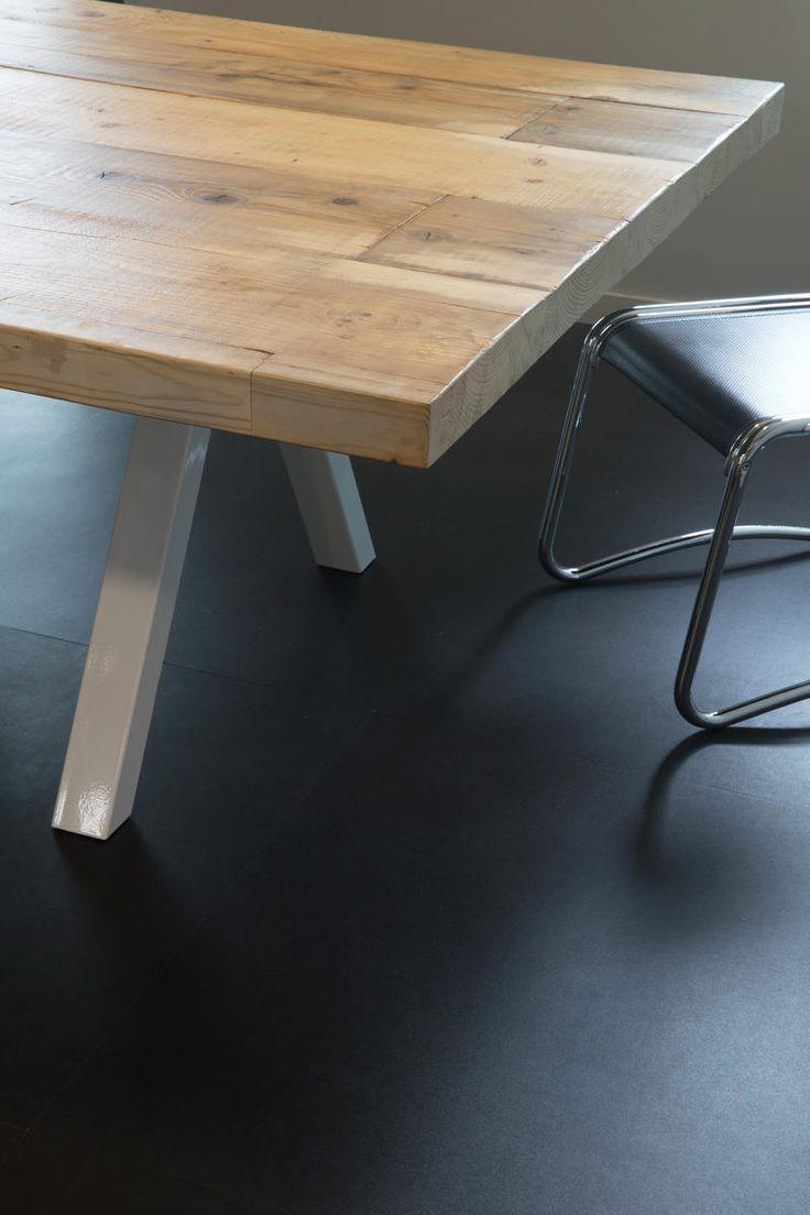 Table en bois clair massif et pieds en métal blanc⎥La Parqueterie Nouvelle