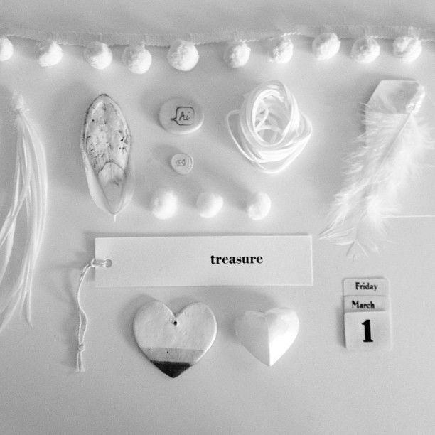 "@Paper Runway where passion meets paper's photo: ""Day 1 | White #7vignettes  @jenbishop_interiorsaddict #mystyle #adaylate"""