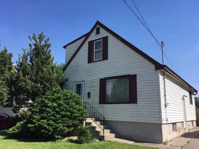 53 EMERY ST W - HANDYMAN SPECIAL! Great opportunity to build some equity west of Wharncliffe. Backing onto green space. Extensive work is required. Property is being sold `AS IS`. Measurements are approximate and to be verified by the buyer. CALL ADDISON KIPP, SALES REPRESENTATIVE 519..673.3390
