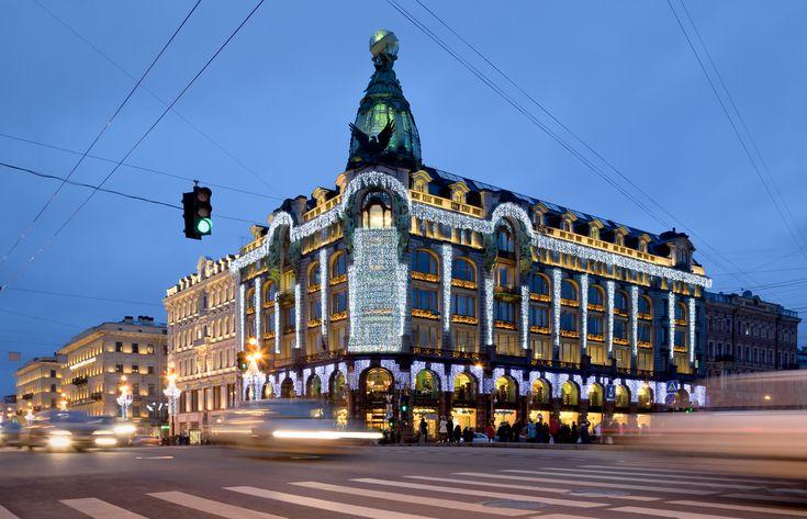 Singer_House_in_Saint_Petersburg_at_Night.jpg (4300×2768)