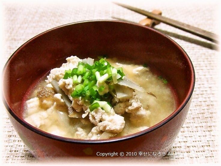 やさしい味の、ボリュームもあるお味噌汁です。鶏肉をいれるので出汁いらずです。
