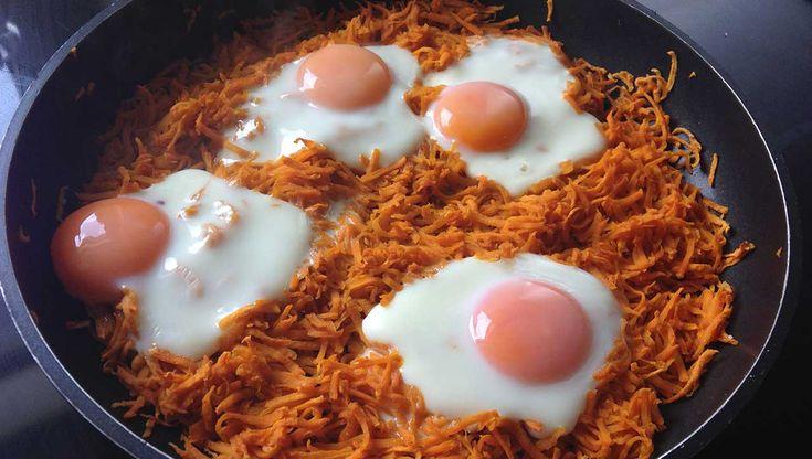 Die schnelle Süßkartoffelpfanne mit Ei ist im ✓Handumdrehen vorbereitet ✓schmeckt lecker und ✓liefert wichtige Nährstoffe. Ein perfektes Post-Workout-Meal.