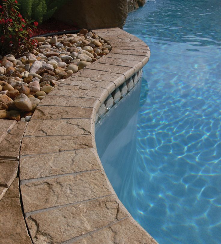 I'm in love with this paver coping, natural stone look.