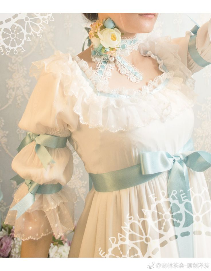 Forest Tea Lolita dress sleeve and bodice detail