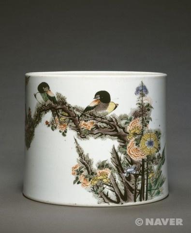 <작자미상 '꽃과 새 문양이 있는 붓 통'> 1709년에 제작되었고 기메 국립 아시아 미술관에 소장되어 있다. 붓 통 하나마저도 이렇게 섬세하고 정교하게 무늬를 수놓은 것을 보고 감탄하였다. 새도 꽃도 나뭇가지 하나하나 정성이 대단하다고 느꼈다.