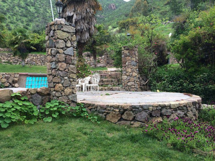 Acceso a la piscina, pircas de piedra