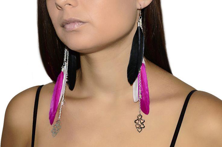 Boucles d'oreilles en plumes pendantes blanches, noires et fuchsia : Boucles d'oreille par les-bijoux-de-petiteauguai