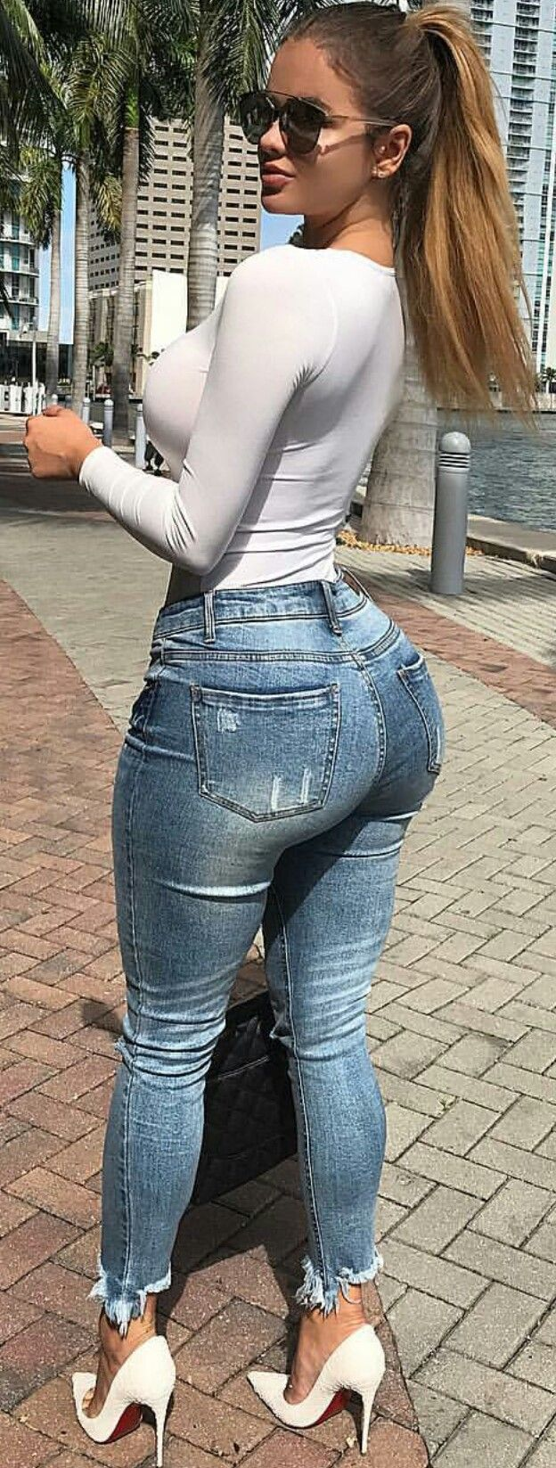 Hot sexy ass blonde tight jeans