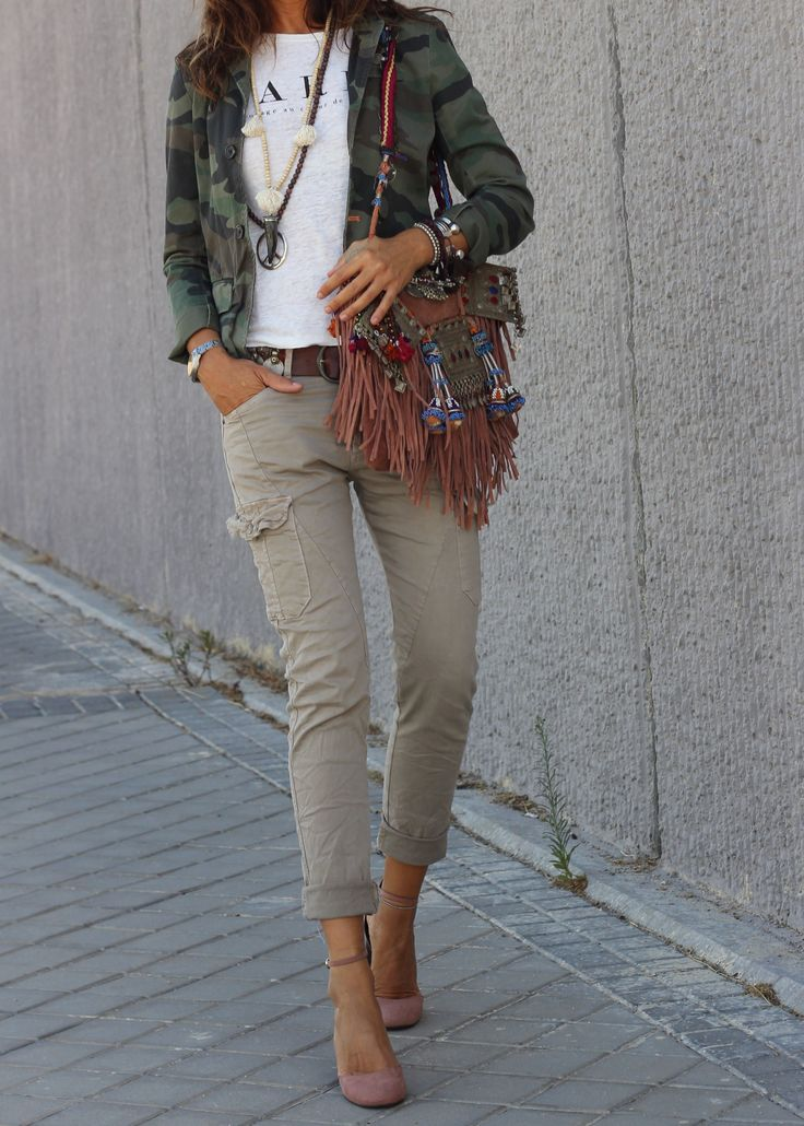 Chaqueta/Jacket: Mango Kids Outlet. Camiseta/T-Shirt: Mango Outlet. Cargo Pants: The Amity Company. Cinturón/Belt: Mytenida´s collection. Zapatos/Heels: H&M.