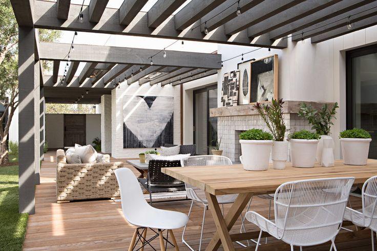 Contemporary backyard patio. Grey pergola. Outdoor dining. By Eric Olsen Design