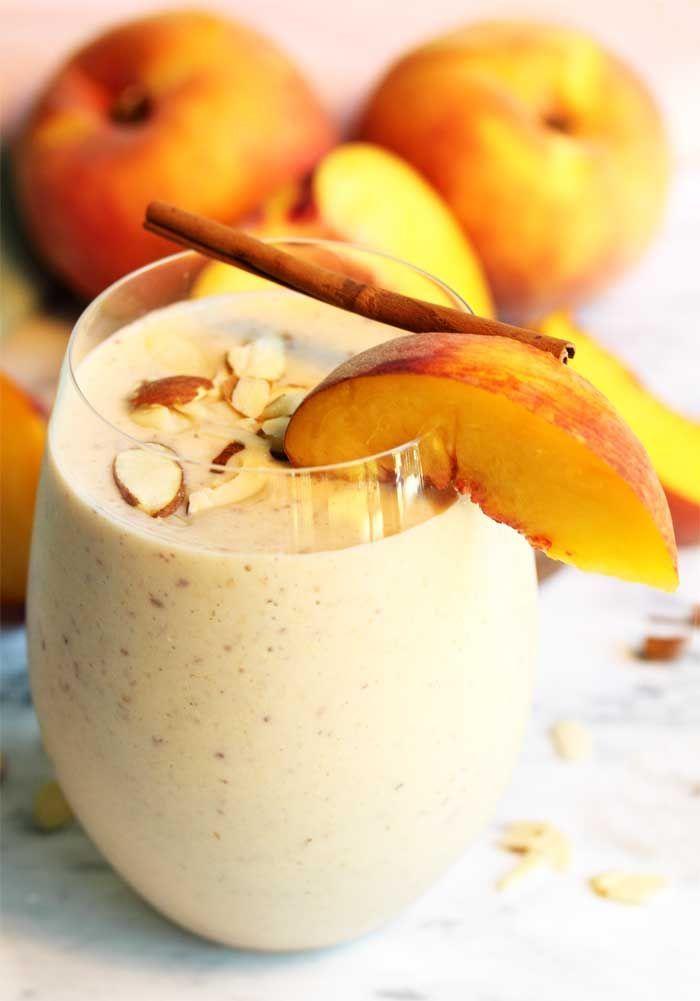 Schlagen Sie dieses köstliche Pfirsichkuchen-Smoothie-Rezept auf, das wie Kuchen in einem Glas schmeckt …   – Smoothie Recipes