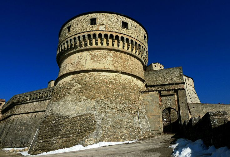 TOURISM in The Marches Region – ITALY - SAN LEO - Ingresso alla Rocca - © Copyright Photo Piero Evandri - www.italiamarche.com