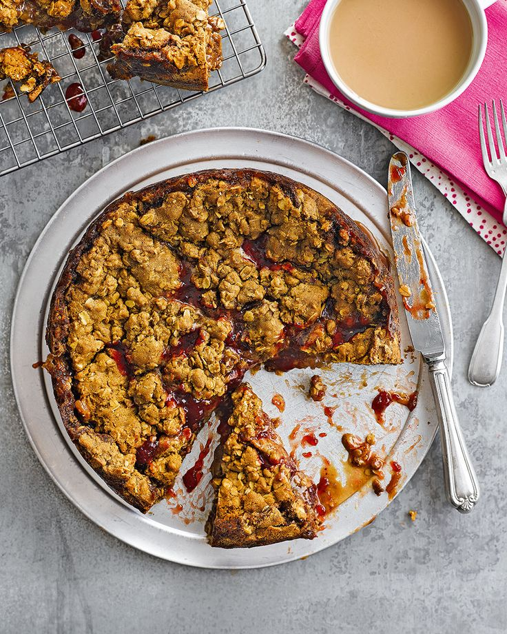 A traditional Icelandic recipe that uses tart rhubarb jam, muscovado and oats in this cake come crumble recipe.