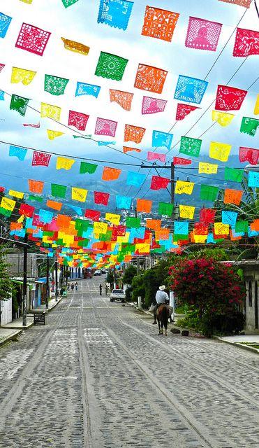 Xico, Veracruz-Llave. México  Julio del 2011  I know this isn't a school thing, but I want it in my classroom!  So pretty:)
