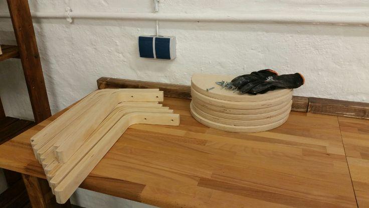 Regal aus alten Ikea-Stühlen von Rosi