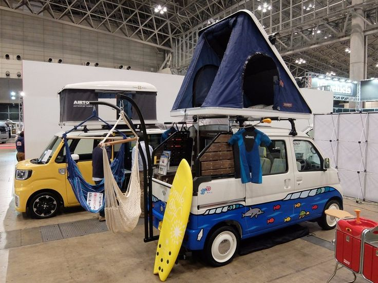 The Deck Cruiser has sleeping for 4 people, two upstairs in the roof tent and two downstairs in the vehicle - plus there's a rear mounted hammock