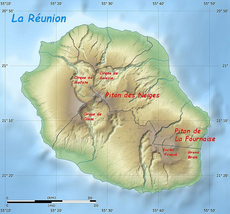 La Réunion - en haut, carte en 3D des reliefs de l'île - en bas, Carte topographique annotée d'après une carte de la Nasa shuttle radar topography mission SRTM3 v2.