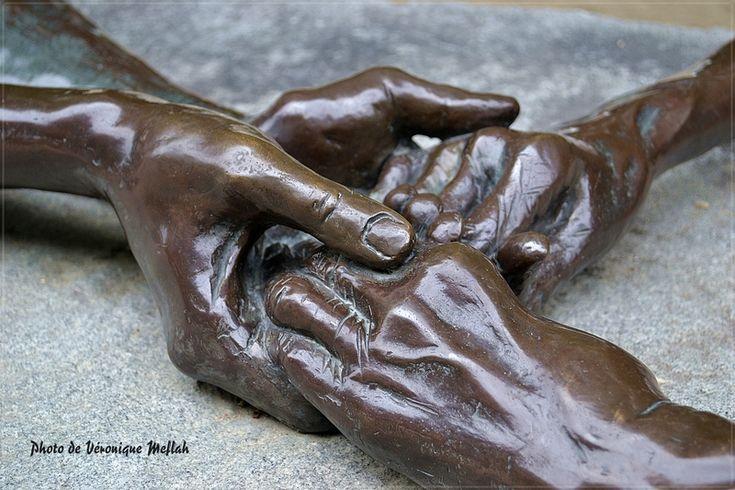 Jardin des Tuileries : The Welcoming Hands de Louise Bourgeois