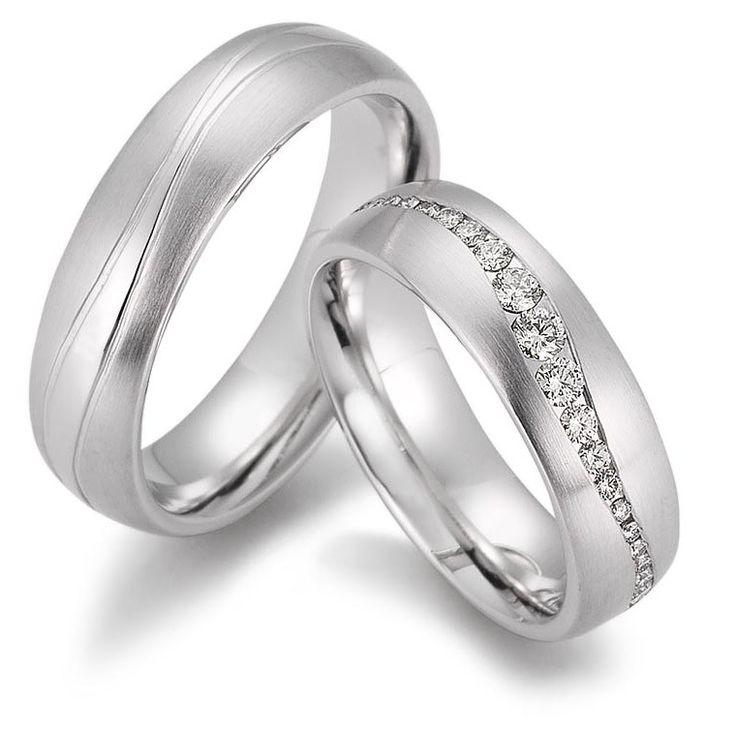 Individuell und extravagant. Besondere Trauringe mit persönlicher Beratung findet Ihr im #trauringwerk.com #wedding #weddingringhandmade #goldschmiede #goldsmith #handgemacht #handmade #individual #extravagant #vaihingenenz #bräutigam #braut #bride #brillantring #memoireringe #diamanten #diamonds #whitegoldring #platin #gold #goldring