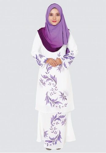HanaI Modern Kurung - Purple from Rasa Sayang in Purple Hana??I Modern Kurung is made in chiffon material with flora motifs. Highly recommend this collection for wedding occasion. A nice baju kurung to wear for bride?? maids.   Light Chiffon material  Refined beads and crystals embroidery  Beautiful flora... #bajukurung #bajukurungmoden