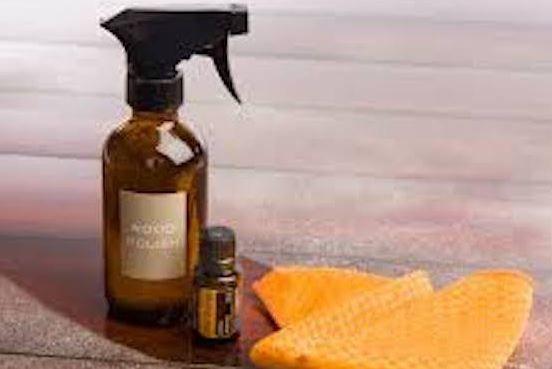 Voici pour vous la recette d'un spray fait maison rafraîchissant. Il ne laissera pas de traces causées par les adoucissants. Vous aurez seulement besoin de 3 ingrédients. Il vous faut:    Il suffit de faire un mélange de2 cuillères à soupe de bicarbonate de soude,¼ de tasse de Downy Unstoppables