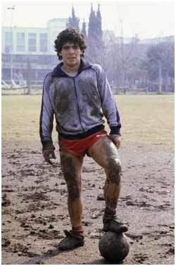 Diego Armando Maradona, símbolo del fútbol de potrero. El barçargentino más célebre hasta la consagración de Lionel Messi.