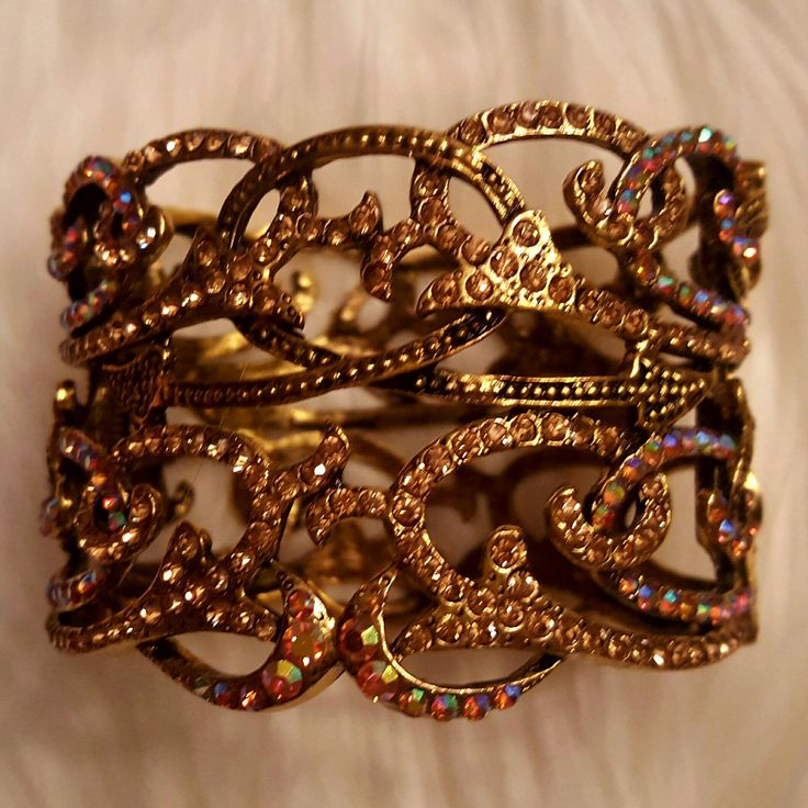 Beautiful vintage  cuff bracelet.