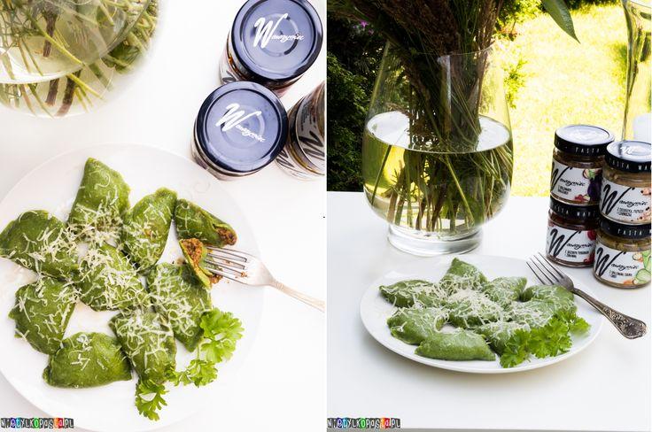 Zielone pierogi z pastami warzywnymi - przepis na pierogi
