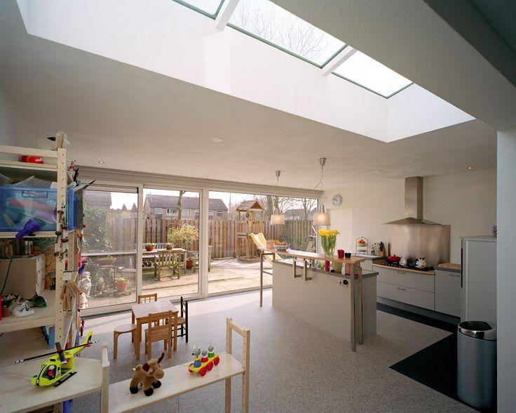 Voor de uitbreiding van de woning vormde het vergroten van de keuken en eetkamer het - Glaskeuken scheiding ...