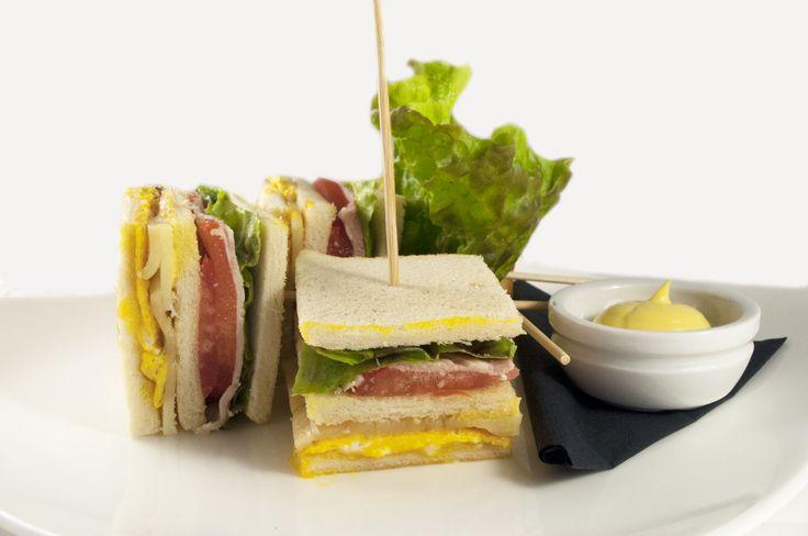 Club Sandwich Dolomitico Un'altra preibatezza aricchisce il nuovo menù: Club Sandwich Dolomitico. #WineBar #AlessandroGilmozzi #Cavalese #Trentino #CucinaDiMontagna #ValDiFiemme #Food