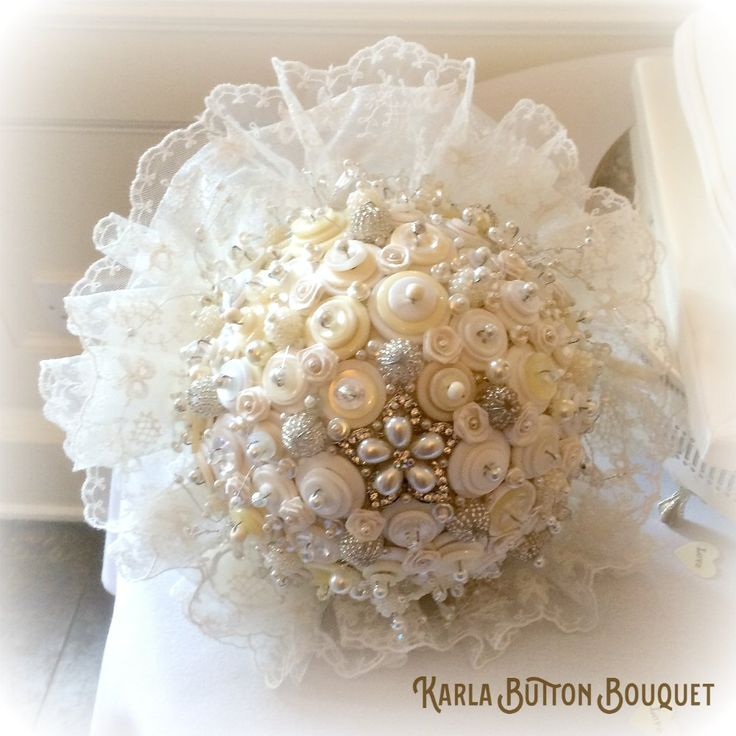 The 'Karla' vintage button bouquet has a beautiful ivory, pearl and diamante vintage feel. Embellished with buttons, pearl beads and trinkets
