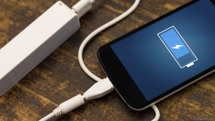 (adsbygoogle = window.adsbygoogle    []).push();   Los científicos han desarrollado un material que utiliza 100 veces menos energía que los semiconductores actuales. Como consecuencia, en un futuro próximo podremos olvidarnos de la recarga diaria de móviles, escribe The...