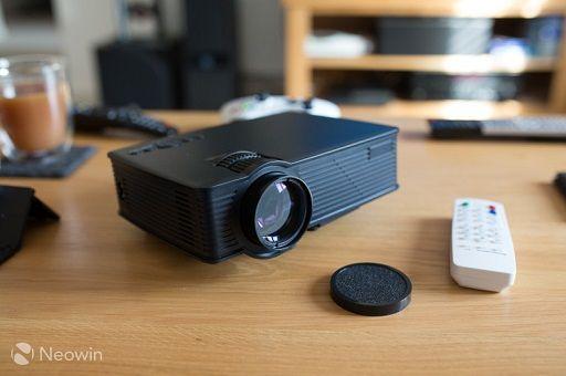 Recensione Mini Proiettore Mpow LED Multimediale con ingresso SD, USB, HDMI e VGA per Film, Video Giochi, Home Cinema, Laptop e Smartphone ad un prezzo...