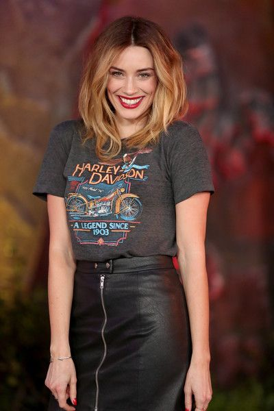 "Arielle Vandenberg attends the premiere of Columbia Pictures' ""Jumanji: Welcome To The Jungle"" on December 11, 2017 in Hollywood, California."