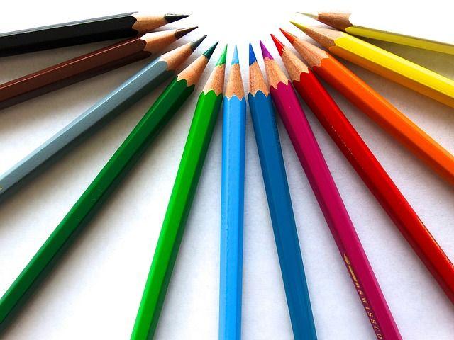 #Farbstifte #farbig #malen #zeichnen bunt botschaft spitzig holzig regenbogenfarben malstifte